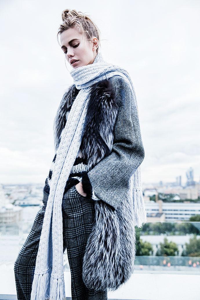 Пальто из харрис-твида с отделкой из меха серебристой лисы