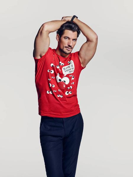 Известные дизайнеры создали футболки ко Дню красного носа | галерея [2] фото [9]