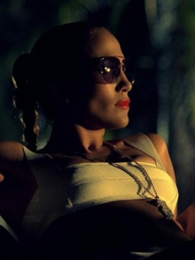 В клипе на хит I'm Into You Дженнифер Лопез снялась в авиаторах Gucci