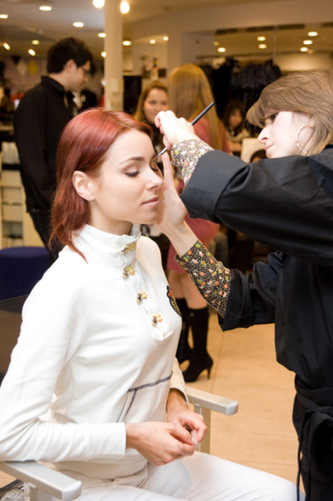 Ирена Понарошку с визажистом