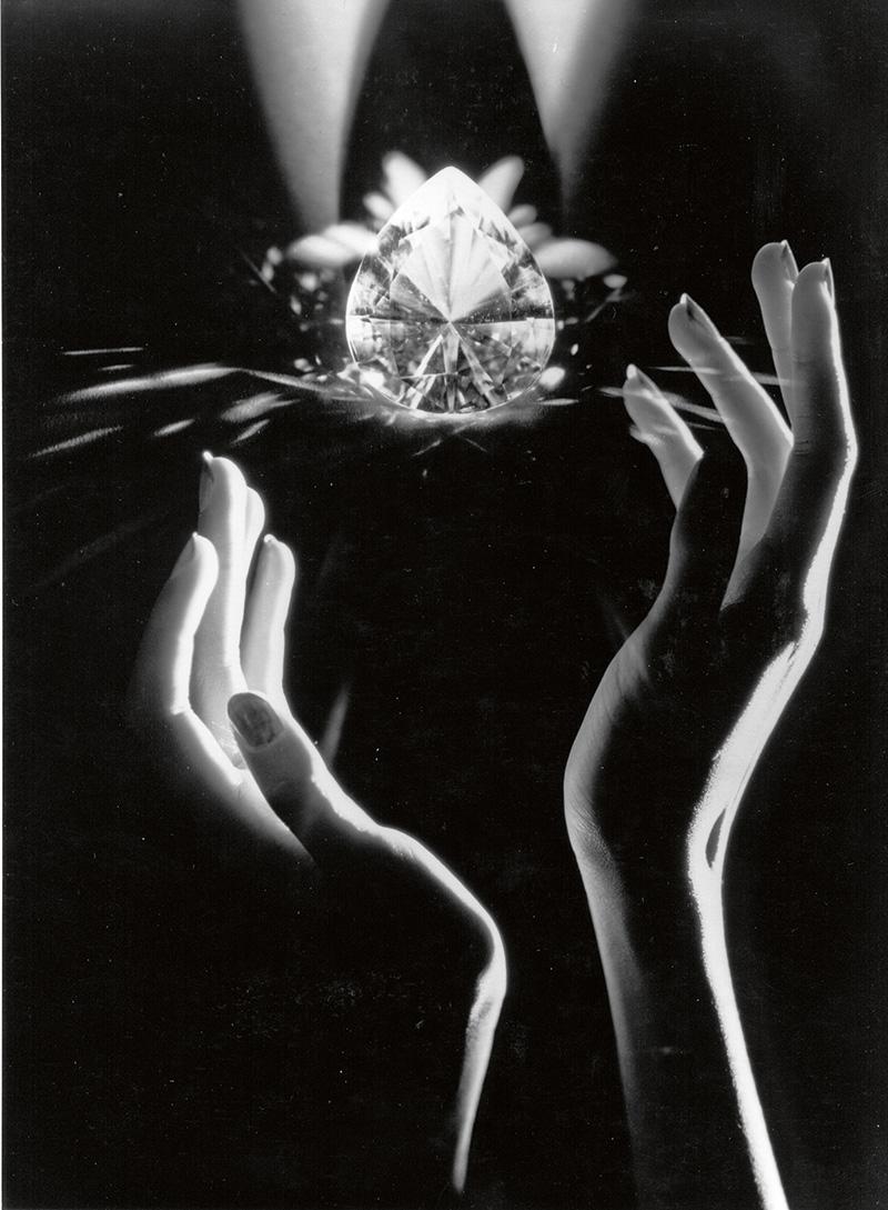 В коллекции Cartier Royal более 100 украшений. Общий вес уникальных крупных камней — около 1800 карат
