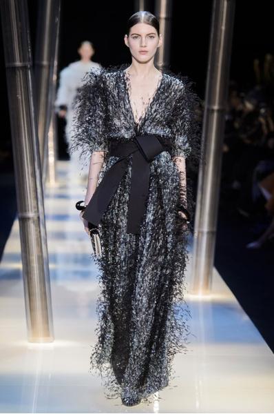На Неделе высокой моды в Париже прошел юбилейный показ Giorgio Armani Prive | галерея [2] фото [17]