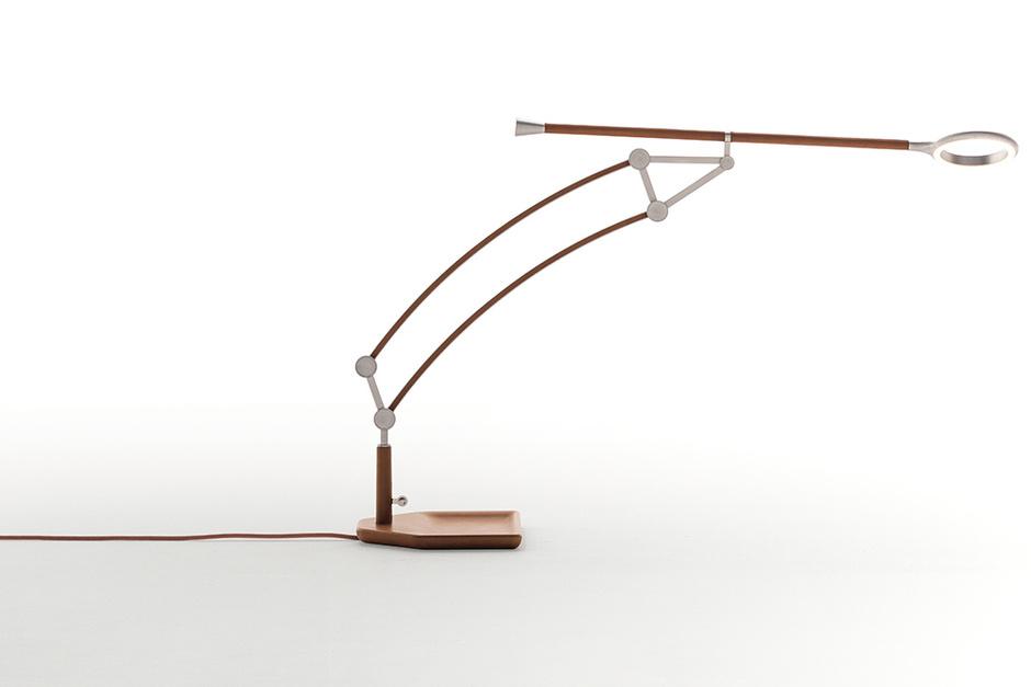 Настольная лампа Pantographe. В оделке — натуральная кожа, Hermès.