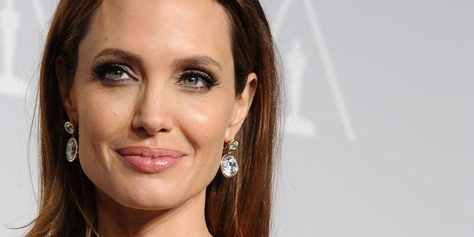 Третье место: Анджелина Джоли 1