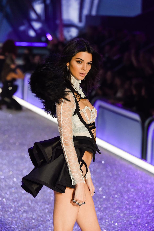Лучшие моменты шоу Victoria's Secret в Париже