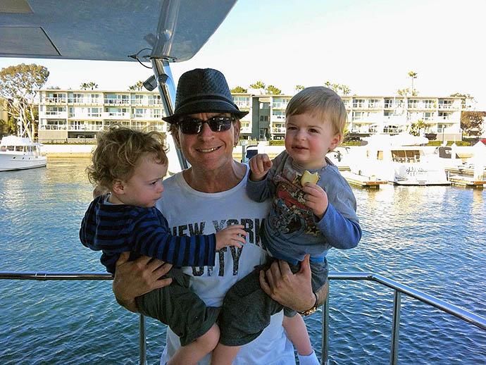 Чарли Шин с детьми Бобом и Максом