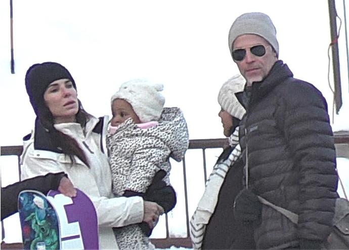 Сандра Буллок с дочкой и Брайан Рэндалл