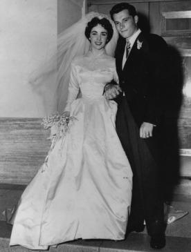 Christie's выставляет на торги свадебное платье Элизабет Тейлор