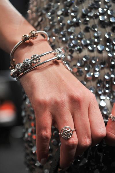 В СВОИХ РУКАХ: Как правильно носить браслеты | галерея [1] фото [1]