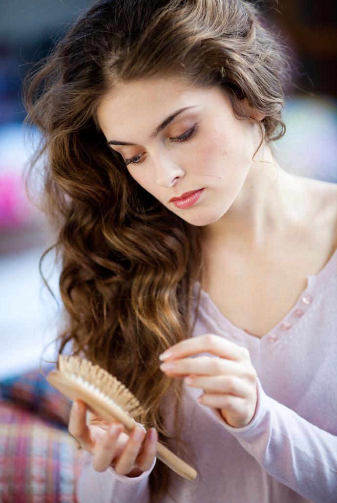 Средства от выпадения волос у женщин. Шампуни, маски и другие способы против выпадения волос и облысения.
