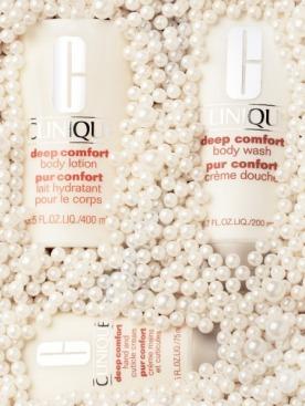 По часовой стрелке:   молочко для тела,  крем-мусс для душа,  крем для рук и кутикулы    Deep Comfort, Clinique,  от 720 до 1 140 руб.