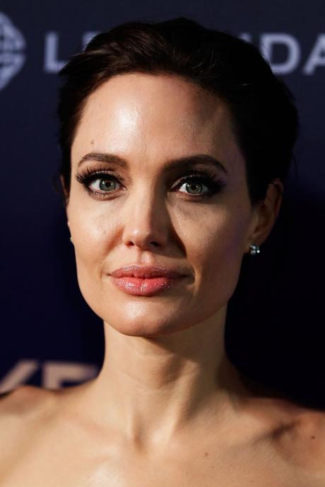 Прическа Анджелины Джоли