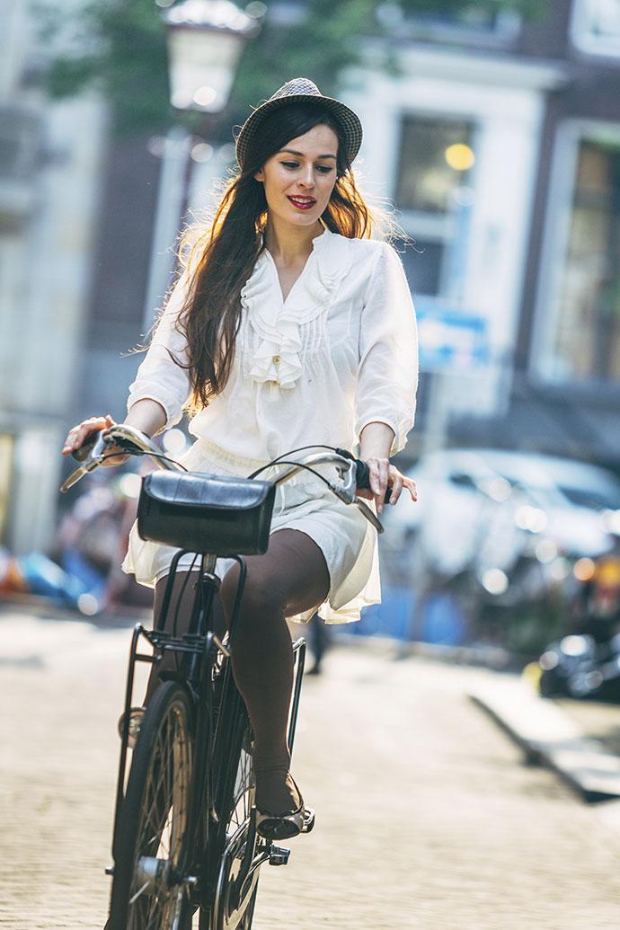 Комментарии к фото девушка на велосипеде