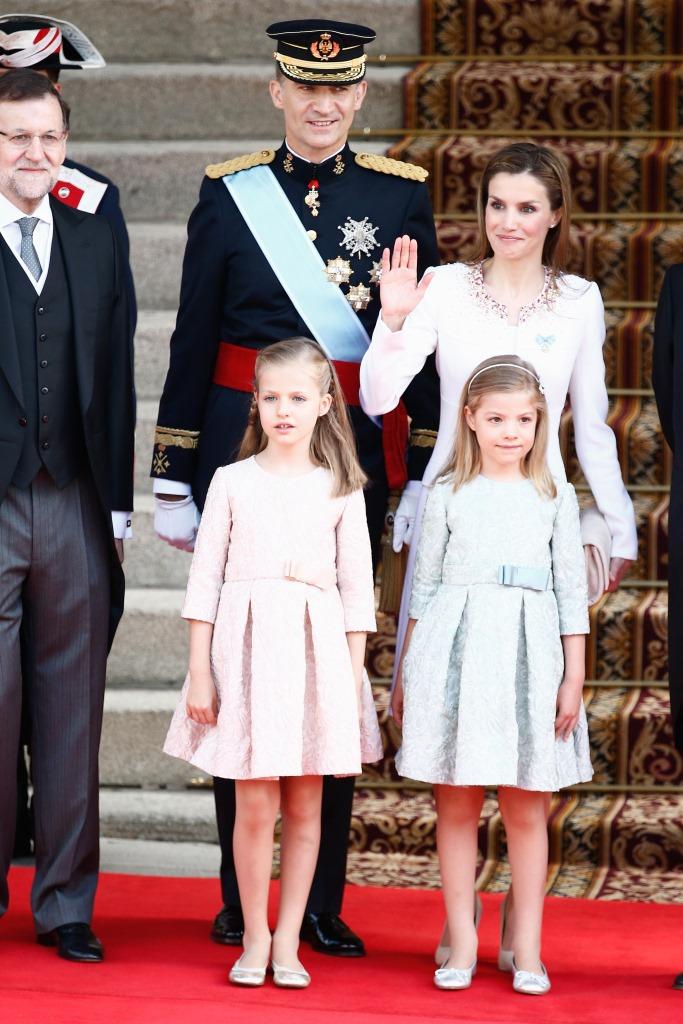 Фелипе VI и Летисся Ортис с дочерьми на коронации, 19 июня 2014 года