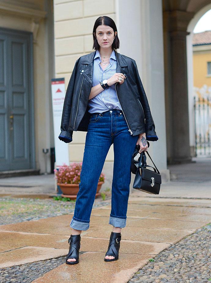 Как носить мом-джинсы