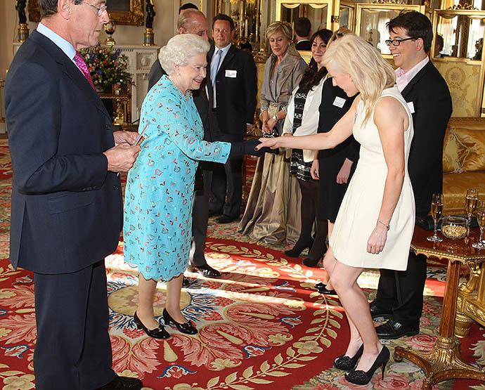Элли Голдинг на приеме у Елизаветы II, 2011 год