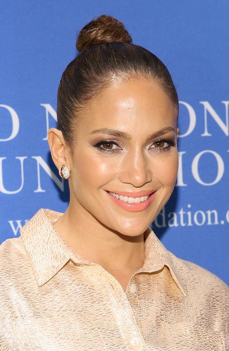 Дженнифер Лопес: прическа и макияж