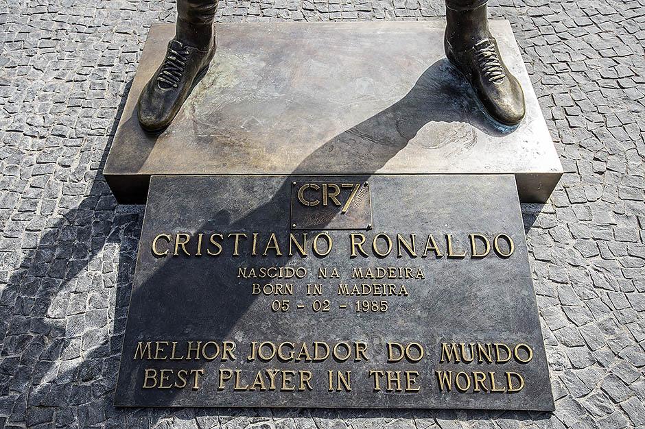 Памятник Криштиану Роналду на Мадейре