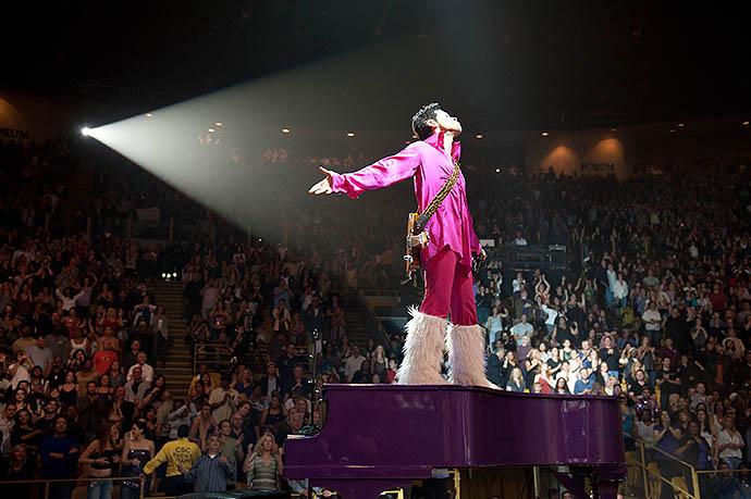 Умер американский певец Принс