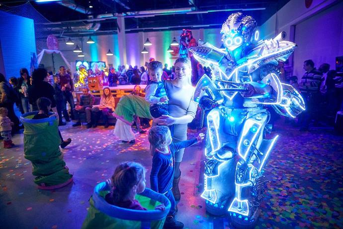 Музыкальный спектакль «Новогодняя перезагрузка в Робокоролевстве»