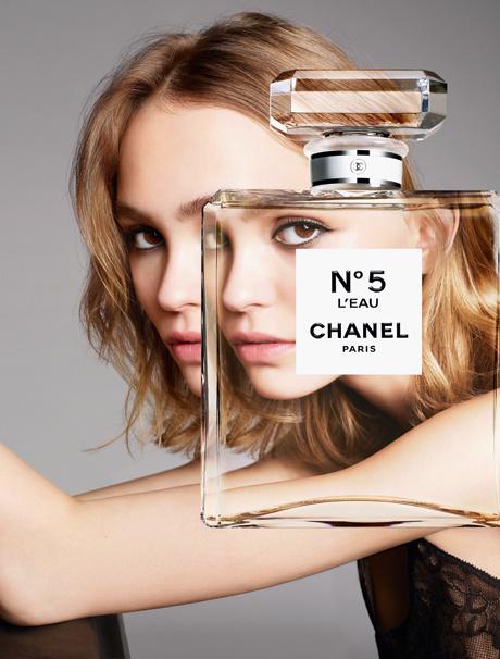 Лили-Роуз Депп в рекламной кампании нового аромата Chanel №5 L'EAU
