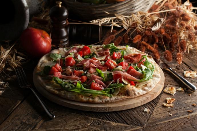 Пицца c рукколой и пармой