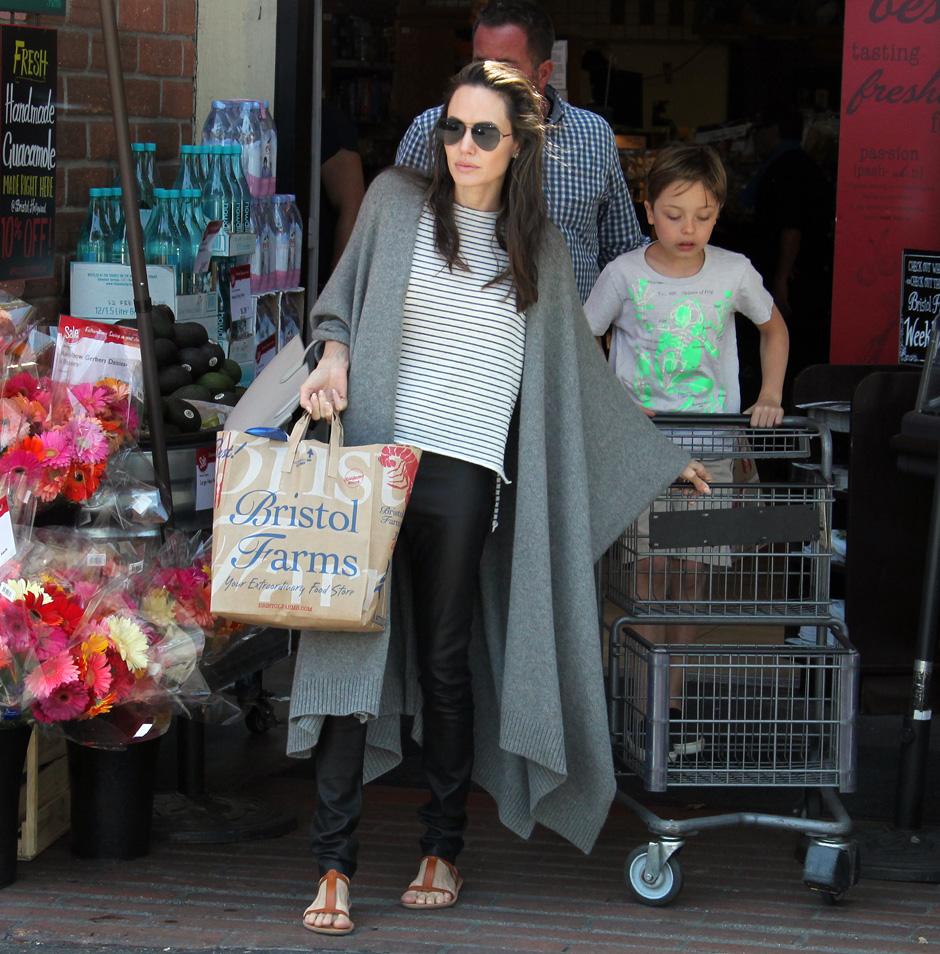 Анджелина Джоли вновь встревожила поклонников своим внешним видом