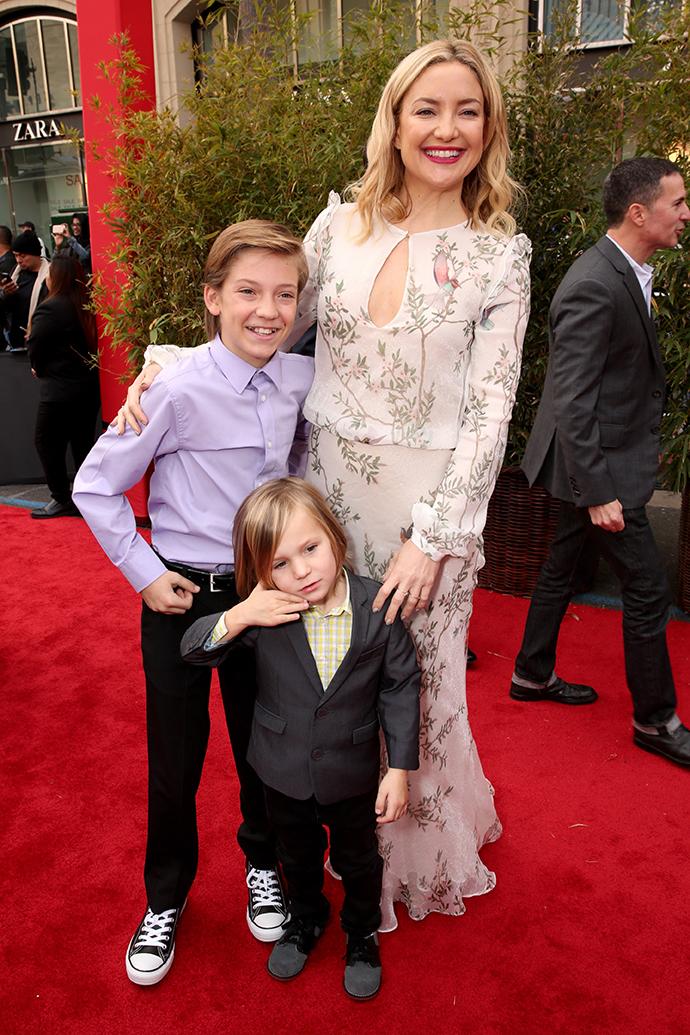 Кейт Хадсон с сыновьями