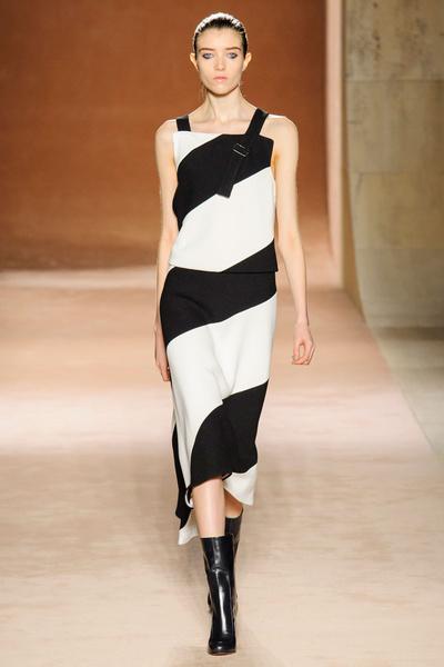 Показ Victoria Beckham на Неделе моды в Нью-Йорке | галерея [1] фото [20]