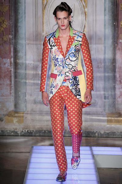 Во Флоренции прошел показ мужской коллекции Moschino | галерея [2] фото [6]