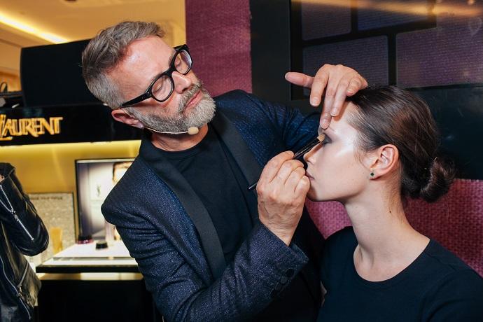 Ллойд Симмондс поделился секретами профессионально макияжа
