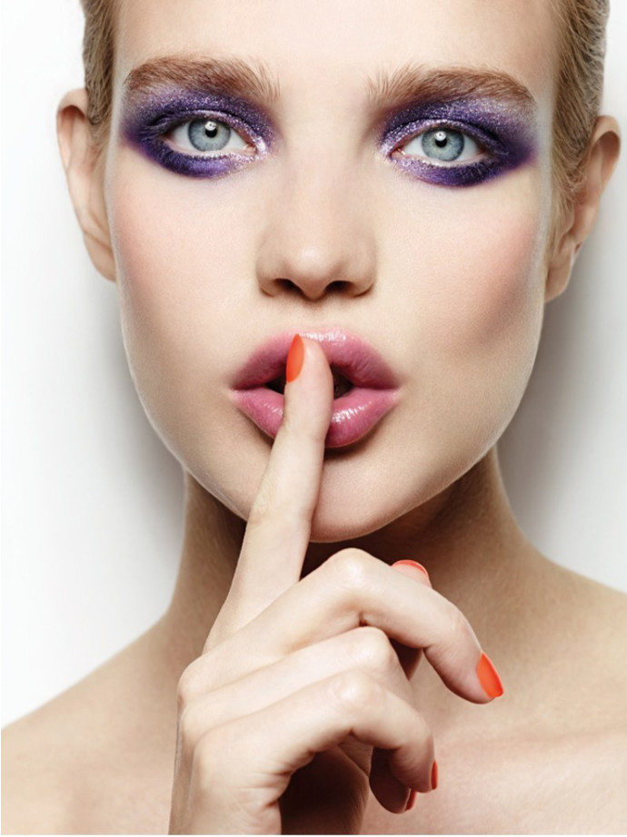 Шик, блеск, красота: косметика с блестками для новогодней ночи