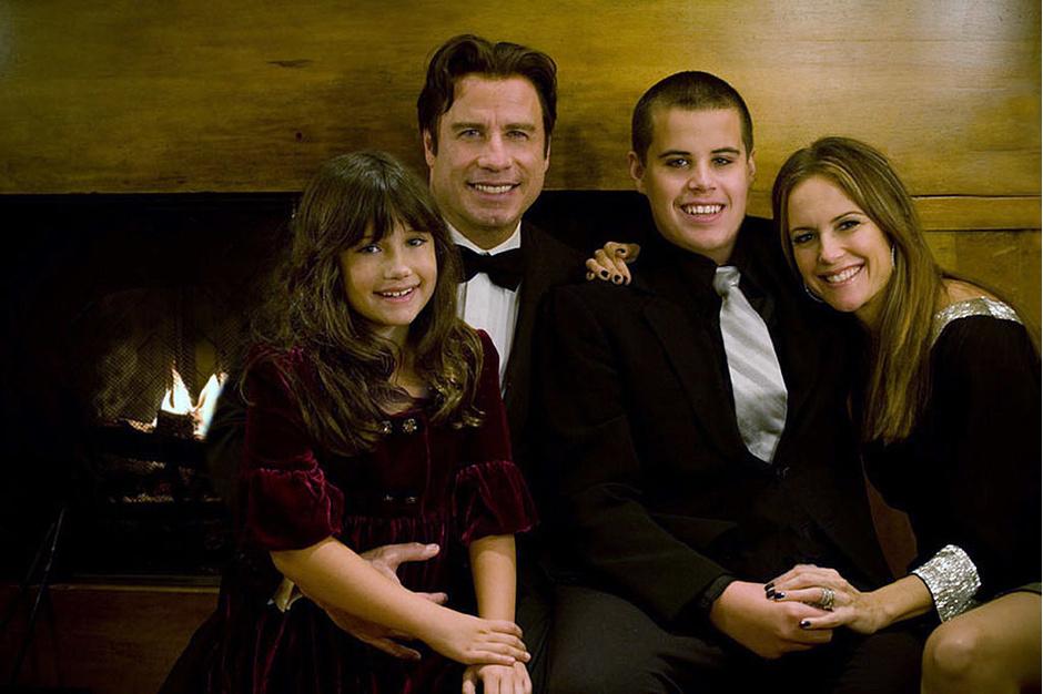 Джон Траволта и Келли Престон с сыном Джеттом и дочерью Эллой