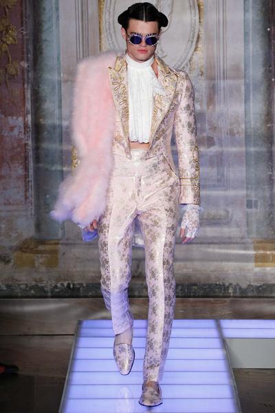Во Флоренции прошел показ мужской коллекции Moschino | галерея [2] фото [11]
