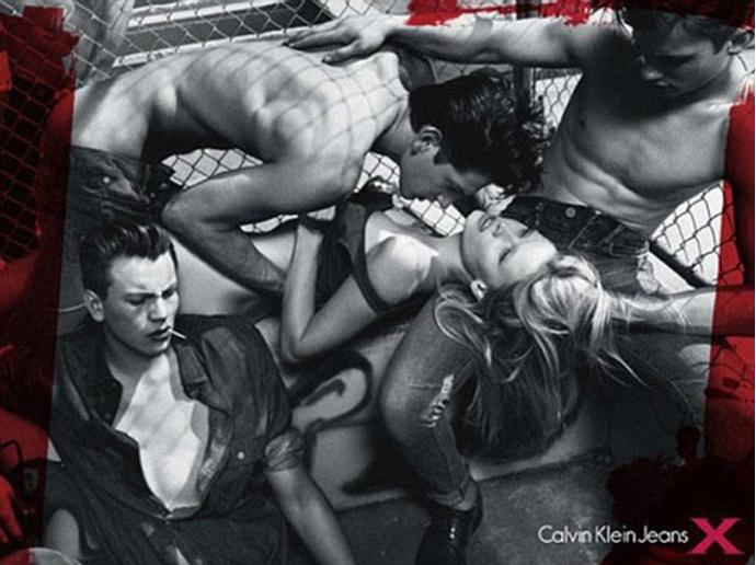 Лара Стоун в рекламной кампании Calvin Klein