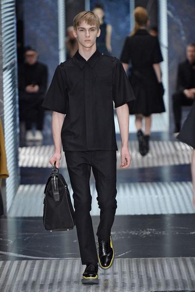 Бренд Prada представил на Неделе мужской моды в Милане сразу две коллекции | галерея [2] фото [18]
