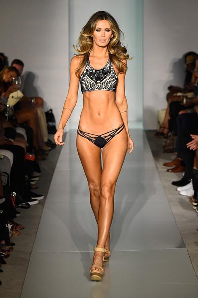 50 самых сексуальных купальников с Недели пляжной моды в Майами | галерея [1] фото [20]