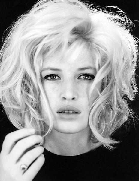 Тренд налицо: звездные блондинки с контрастными темными бровями | галерея [1] фото [7]