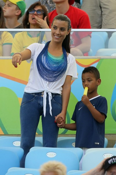 Жена Бакари Санья Людивин с сыном