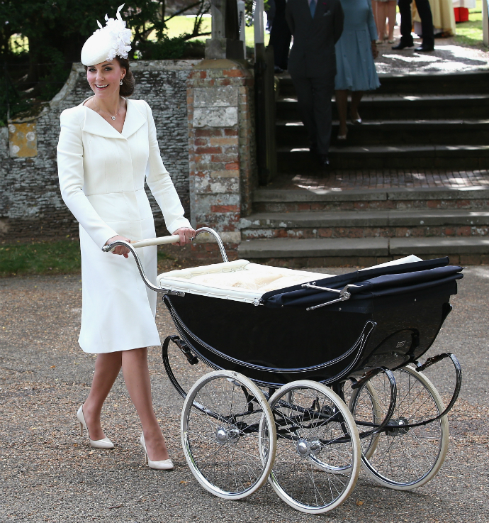 Кейт Миддлтон в Alexander McQueen на крестинах принцессы Шарлотты