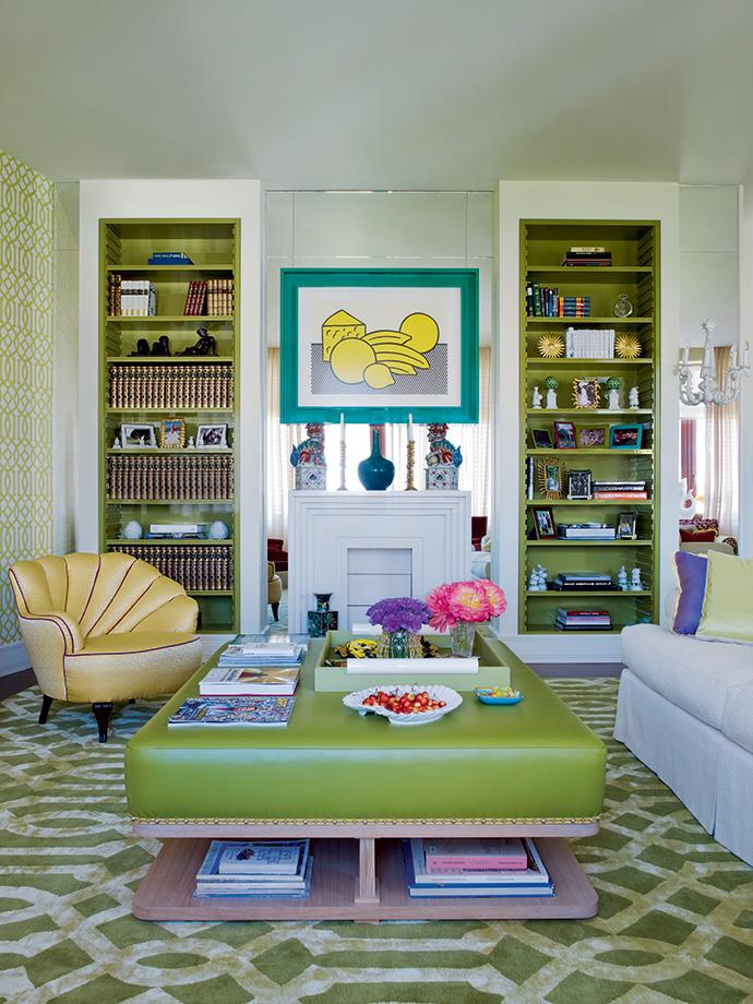 Гостиная. На облицованной зеркалом стене — работа Роя Лихтенштейна.