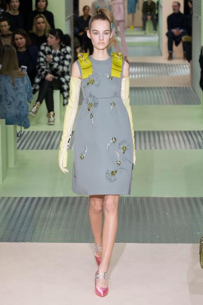 Показ Prada на Неделе моды в Милане | галерея [1] фото [5]