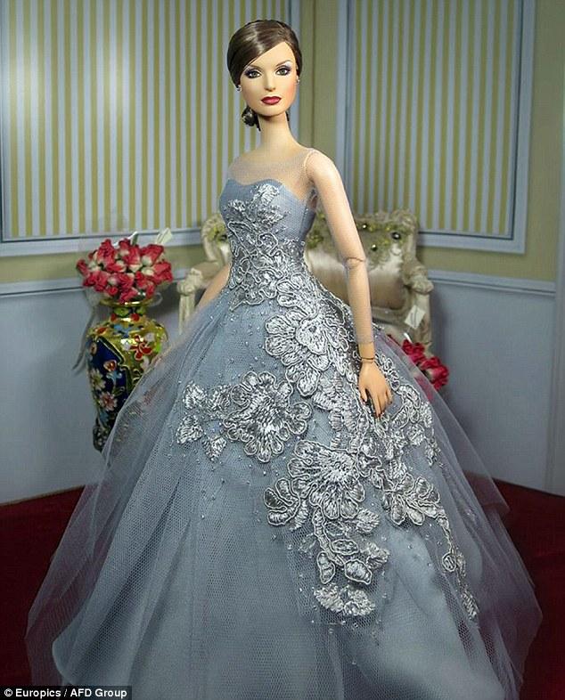 Кукла Барби в стиле королевы Испании Летисии