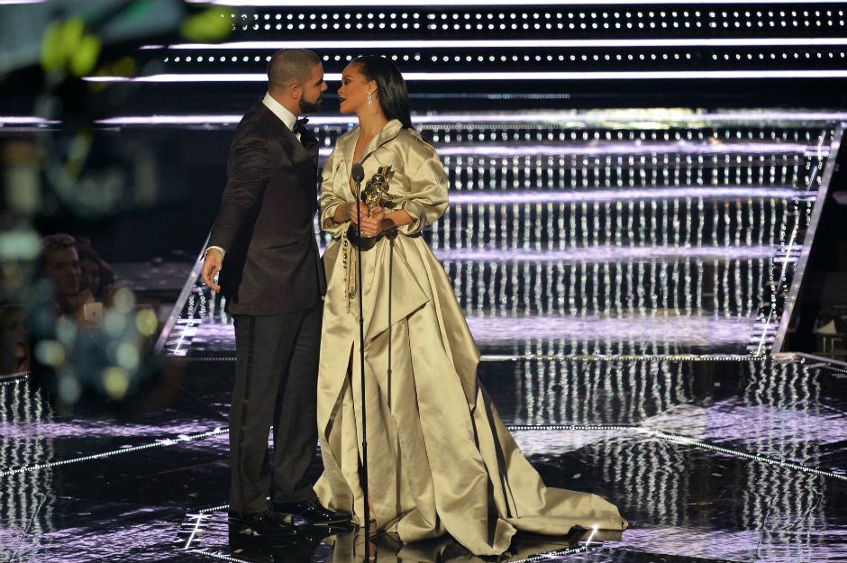Рианна и Дрейк на церемонии MTV VMA, 2016 год