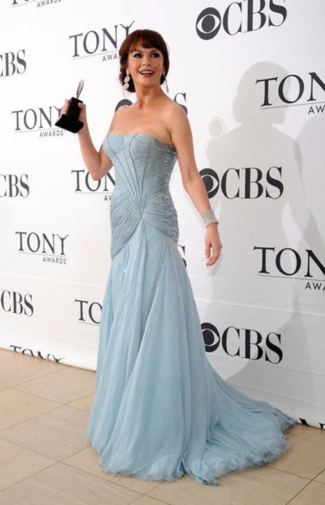 Кэтрин Зета-Джонс в Versace