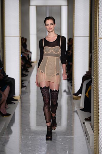 Дебютный показ La Perla на Неделе высокой моды в Париже | галерея [1] фото [6]