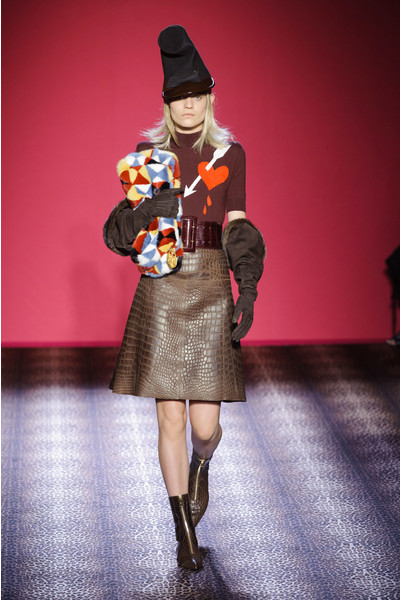 мПоказ Schiaparelli на Неделе Высокой моды в Париже