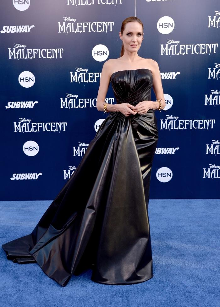 Стиль Анджелины Джоли: платье Versace