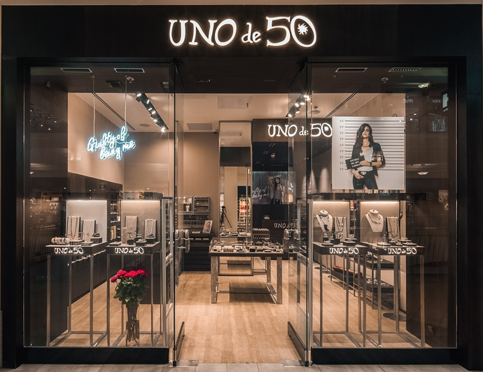 В ТРЦ «Европейский» открывается бутик UNOde50