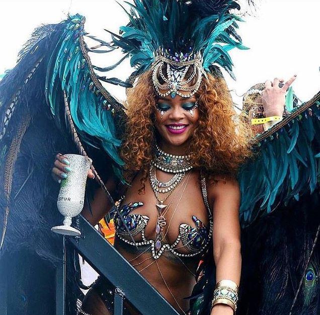 рианна посетила карнавал на барбадосе